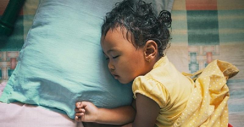 عرق کردن سر نوزاد